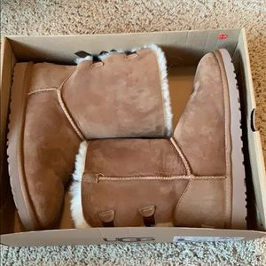 women's bailey bow uggs!